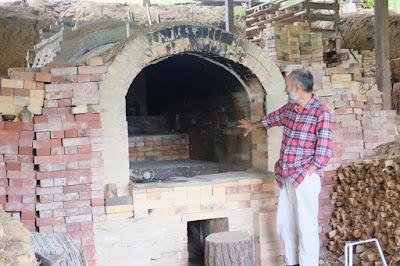 長野県生坂村の陶芸・器 白日窯 登り窯と奥野先生