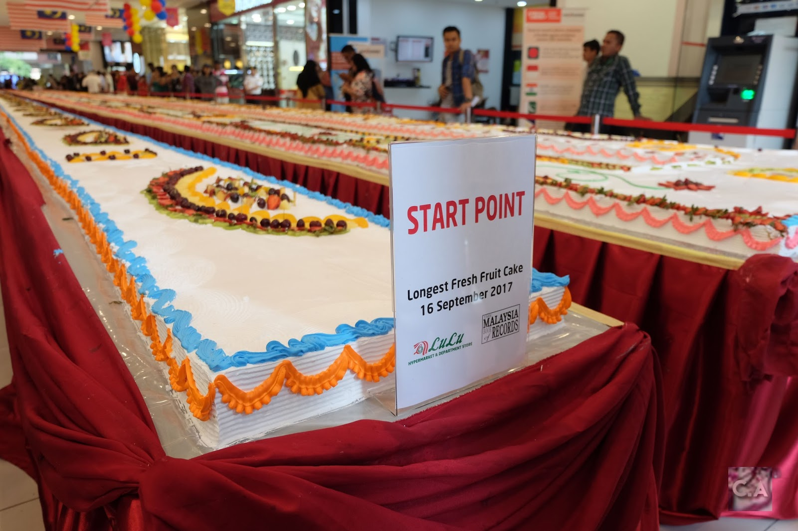 The Longest Fresh Fruit Cake in Malaysia.