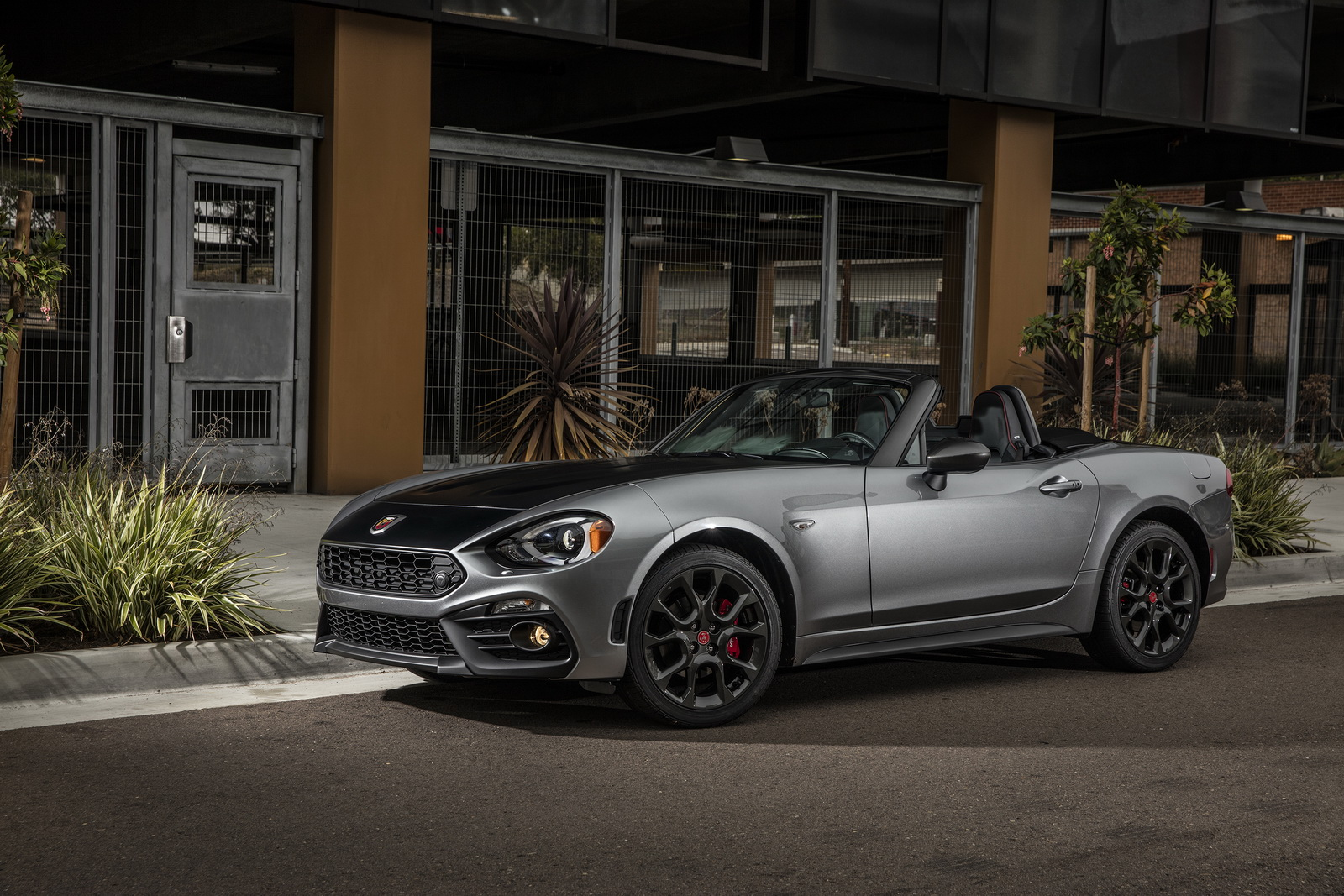 usa s 2017 fiat abarth 124 spider analyzed in 100 photos. Black Bedroom Furniture Sets. Home Design Ideas