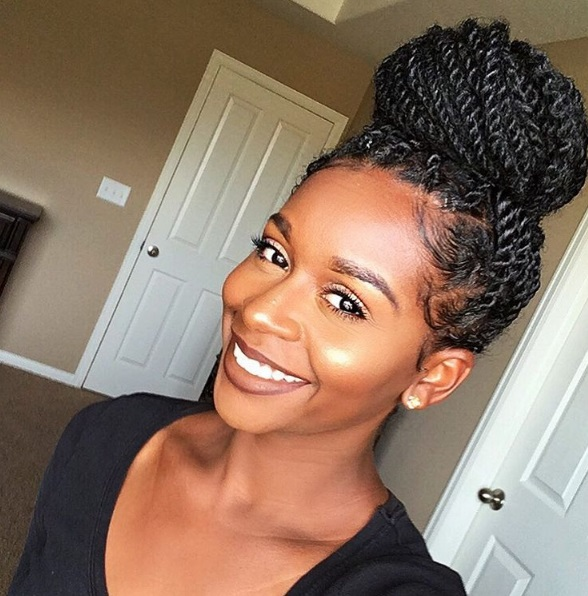 Click here to buy AUDELA SENEGALESE TWIST X-LARGE BRAIDING HAIR for a lovely transitioning style
