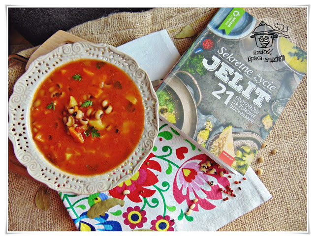 Śródziemnomorska zupa fasolowa inspirowana książką - Sekretne życie jelit...