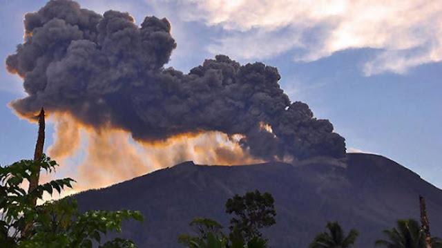 Setelah Gunung Anak Krakatau Meletus, Kini Gunung Gamalama di Maluku Ikut Meletus
