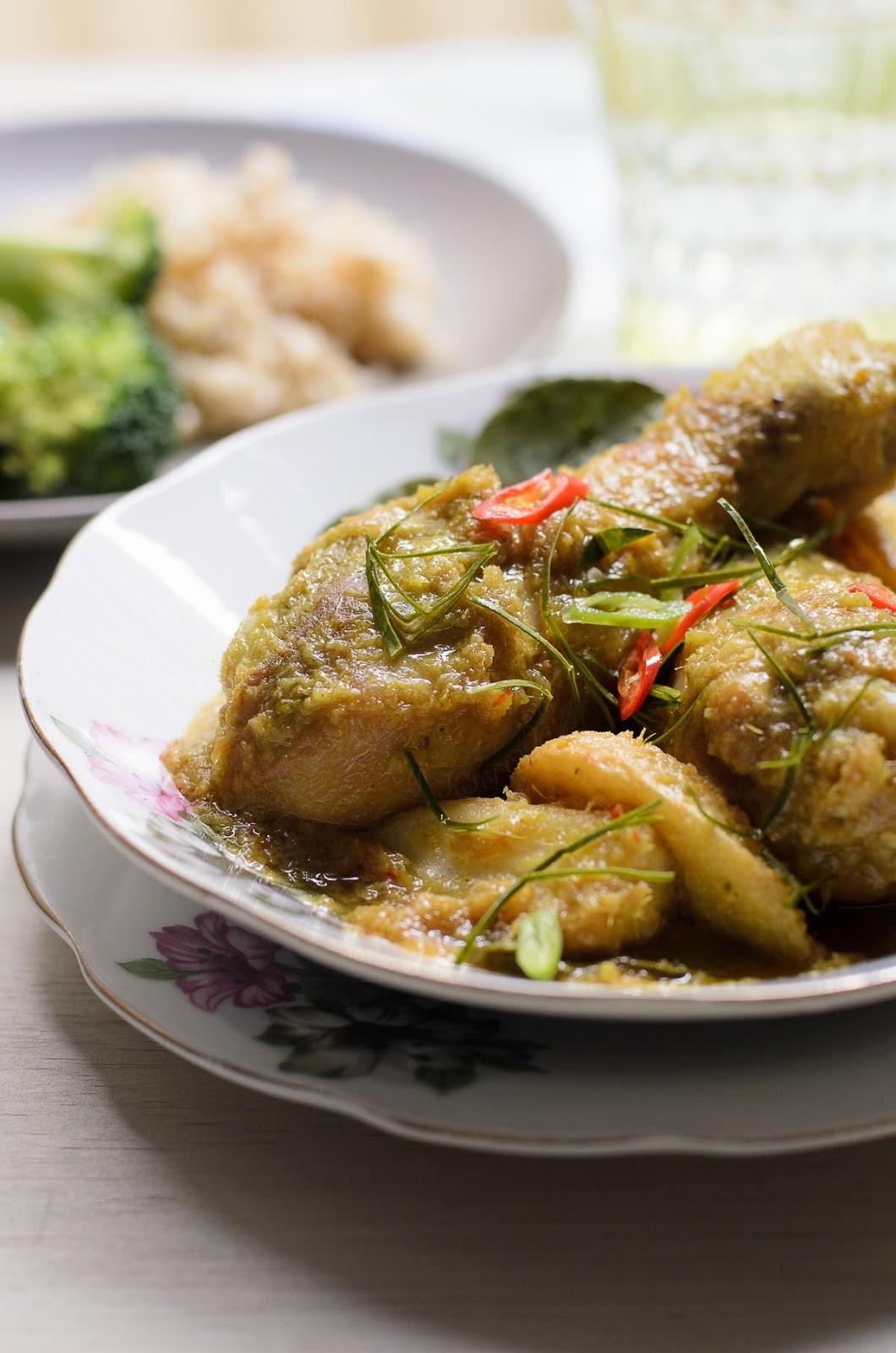 Phot Ayam Phat Phet