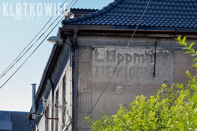 Strzelno. Przedwojenna reklama na kamienicy. L. Lippmann Ziemiopłody.