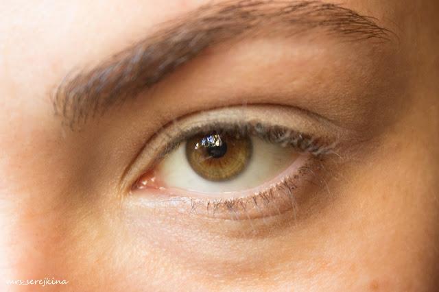 Universal evening make-up: step 1