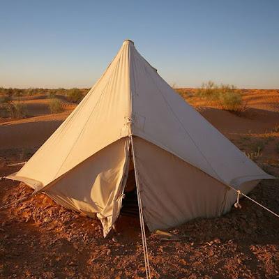 Tienda en el campamento Zmela