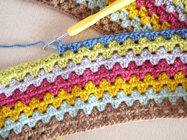 CROCHET: Granny Stripe Blanket