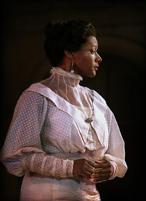 Elizabeth Llewellyn as the Countess in Le nozze di Figaro, 2011