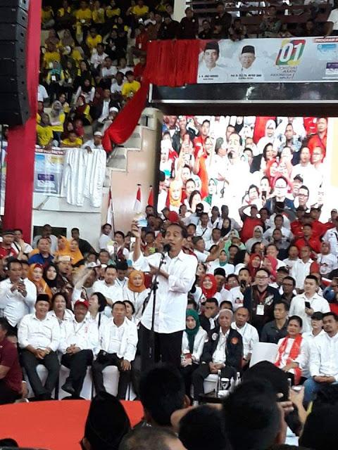 Jokowi saat menyampaikan visi misi sebagai capres di Asahan.