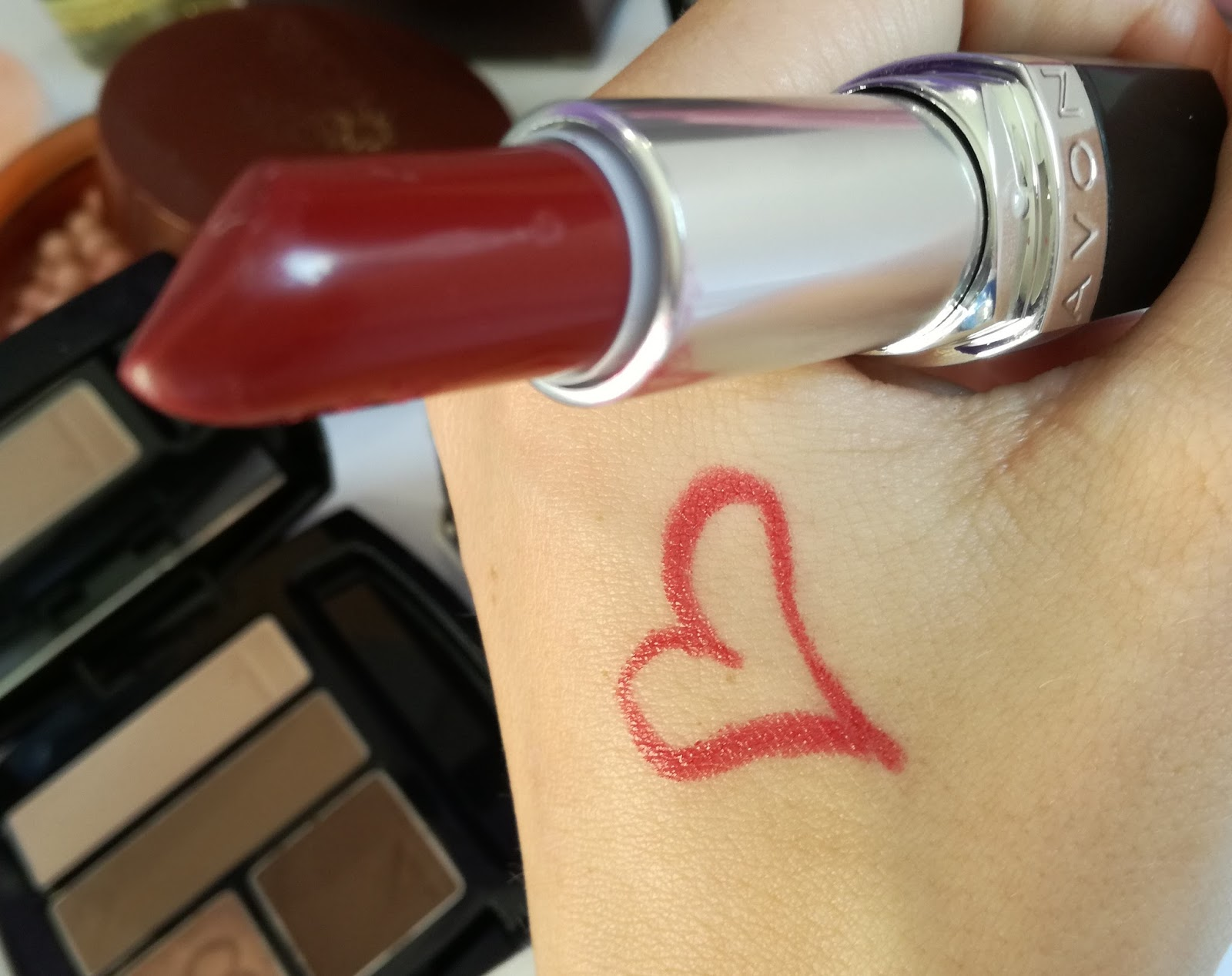 Avon-True-Colour-Perfect-Reds-Lipstick-Scarlet-Siren-swatch