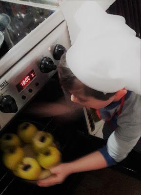 votre enfant en cuisine : pomme au four chocolat sur lit de brioche perdue facile délice