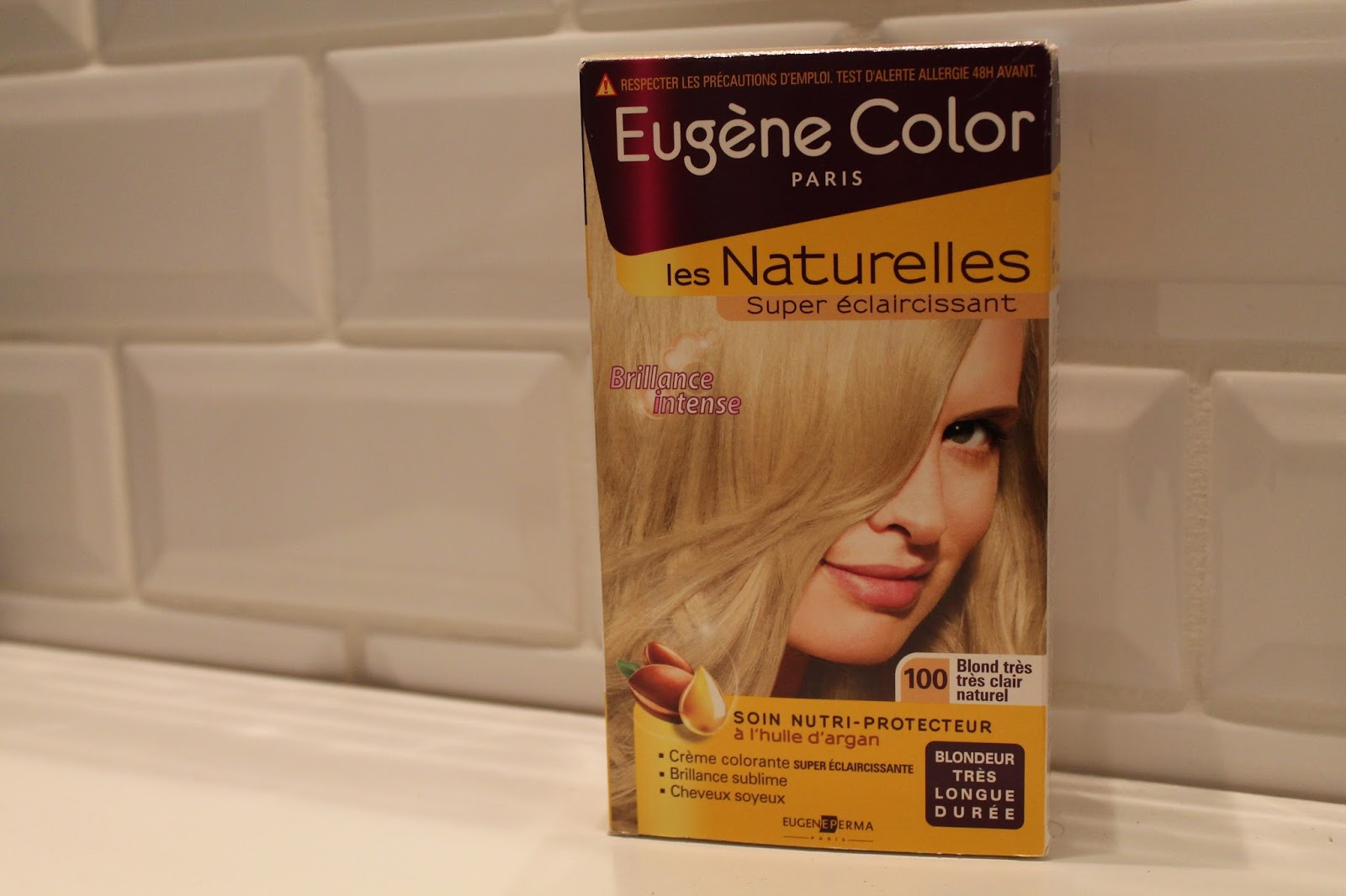 en fin octobre je me suis dcide retoucher mes cheveux je lai avais bien laisss se reposer alors jai fait une coloration super claircissante - Coloration Eclaircissante Blond