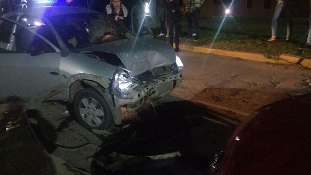 Dos automóviles colisionaron de frente en Laborde