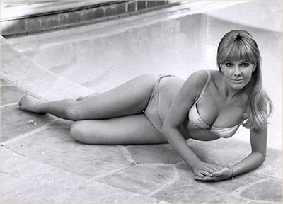 http://pics.wikifeet.com/Leslie-Parrish-Feet-604310.jpg