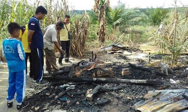 Penyerahan Bantuan Sosial Sekolah Kepada Orang Tua Siswa Korban Musibah Kebakaran