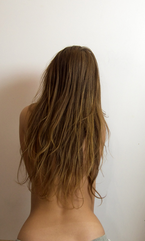 długie zniszczone włosy