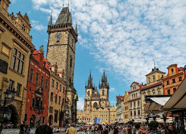 Passeio pela Praça da Cidade Velha em Praga