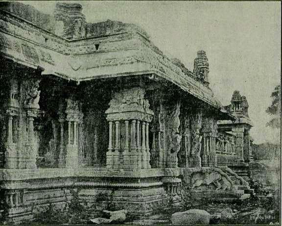 Ruinas en  Bisnaga. Los potugueses se referian así al Imperio de Vijayanagar