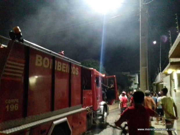 Incêndio atinge residência no Santa Tereza, em Santa Cruz do Capibaribe