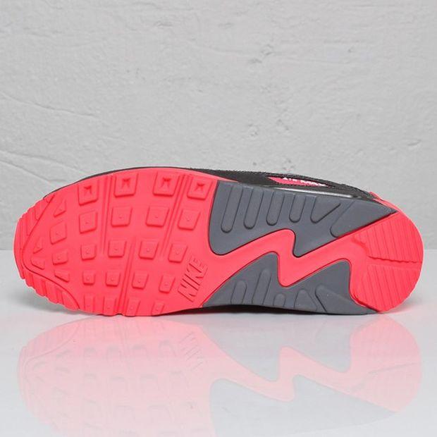 THE SNEAKER ADDICT: Nike Air Max 90 Metallic Silver Solar