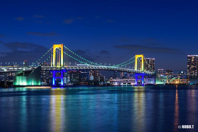 レインボーブリッジ・虹色のスペシャルライトアップ