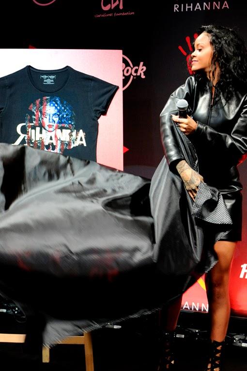 Rihanna Robyn Rihanna Fenty hard rock cafe paris