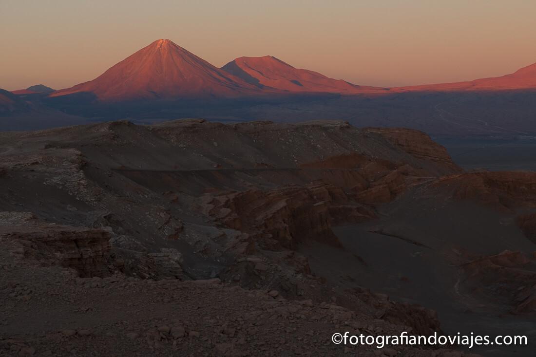 Volcán Licankabur desde la Roca del Coyote o mirador de Kari