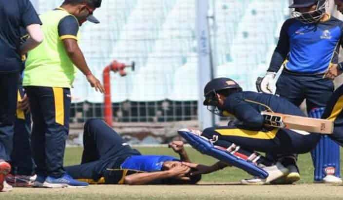Ashok Dinda hit the ball on his head after catching on his own ball