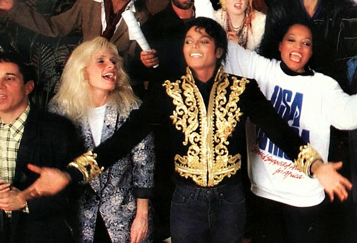 "Kim Carnes, Michael Jackson e Diana Ross, em ""We Are the World"""
