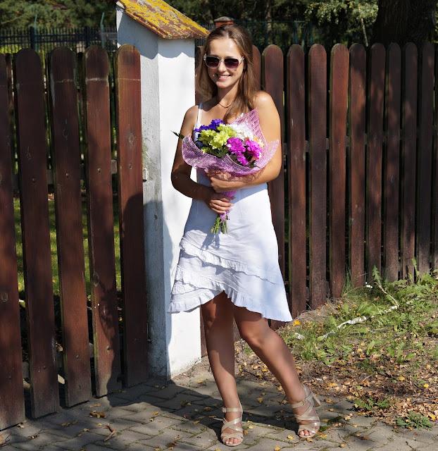 Moc białej sukienki
