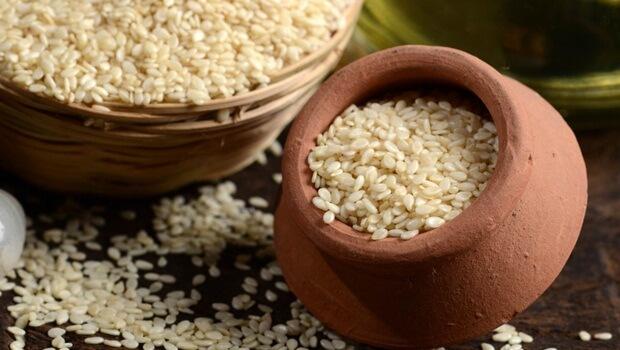 طريقة طبيعية لعلاج الدم Sesame+seeds.jpg
