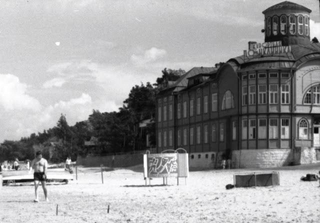 """1974 год. Юрмала. Майори. Возле курортной поликлиники """"Rīgas Jūrmala"""""""