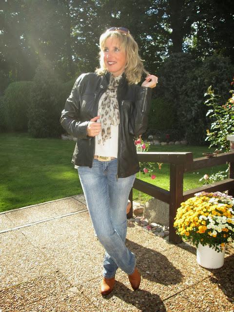 ari sunshine 40 mode blog hamburg schleswig holstein den oktober mit neuer lederjacke gestartet. Black Bedroom Furniture Sets. Home Design Ideas