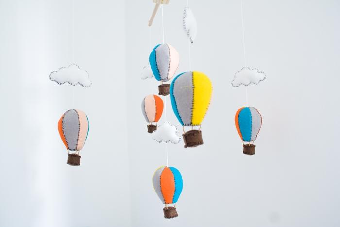 Curious and Catcat: Ein Heißluftballon-Mobile (inkl. Halterung) | DIY