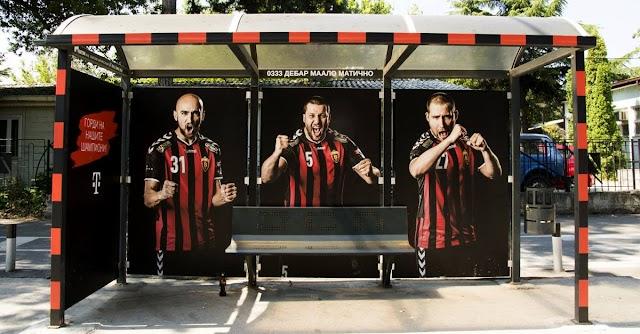 Bild des Tages - Champions League Sieger an der Bushaltestelle