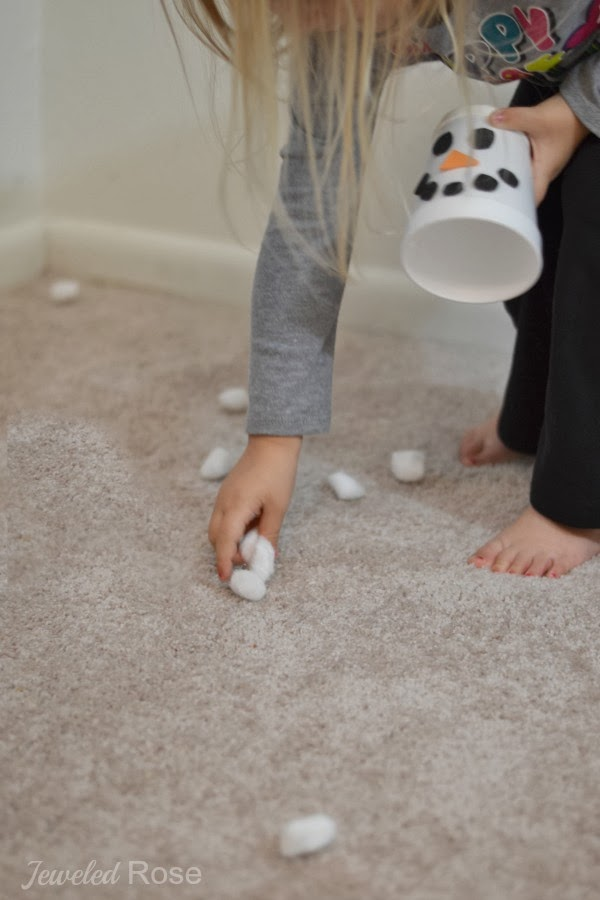FUN KID PROJECT:  Make snow shooters!  Easy, DIY toy kids love.  #winteractivitiesforkids #wintercraftsforkids