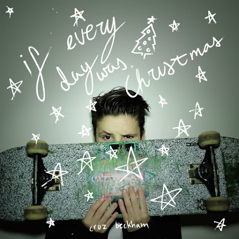 cruz beckham debutta nella musica: ecco il singolo if everyday was christmas