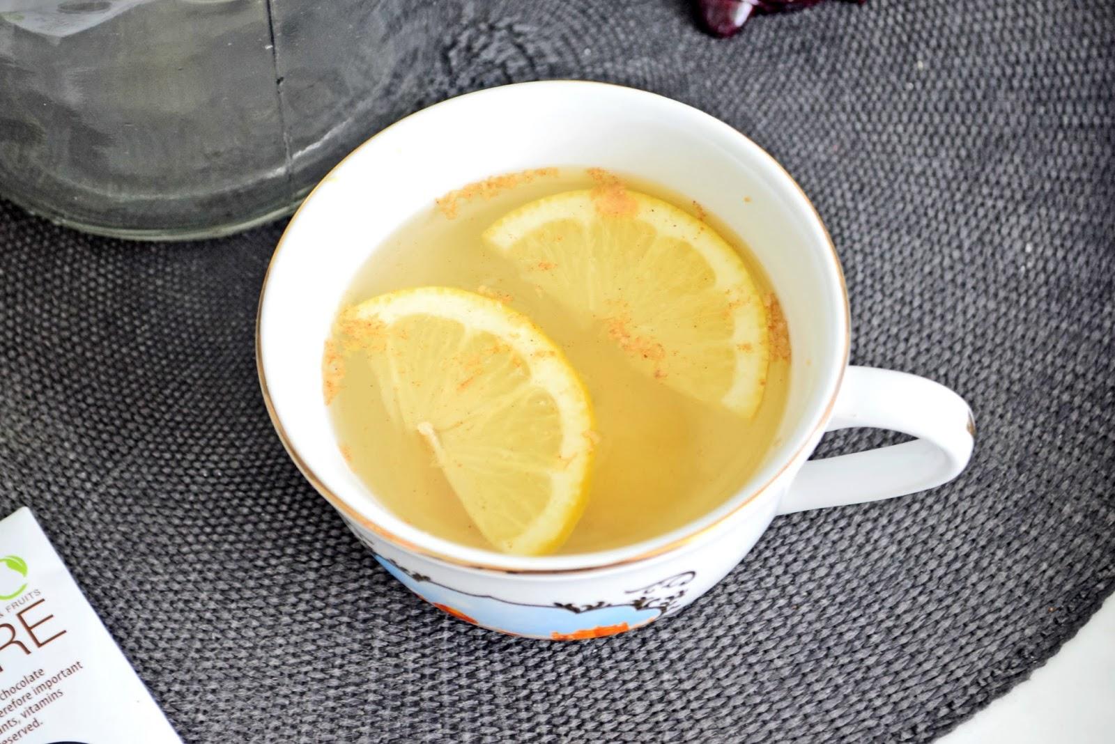 woda z cytryną, miodem i imbirem