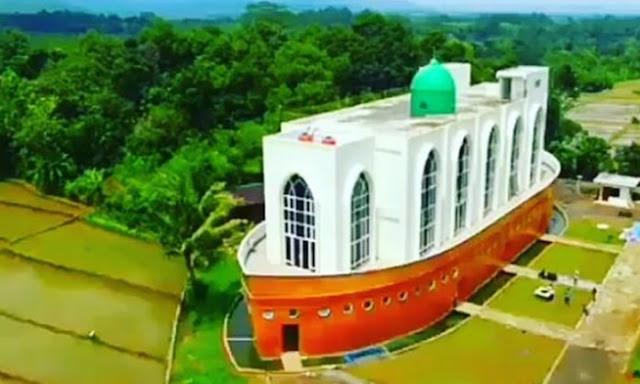 Jadi Ikon Baru Semarang, Masjid Bahtera Nabi Nuh Ini Bikin Pikiran Jadi Melayang!