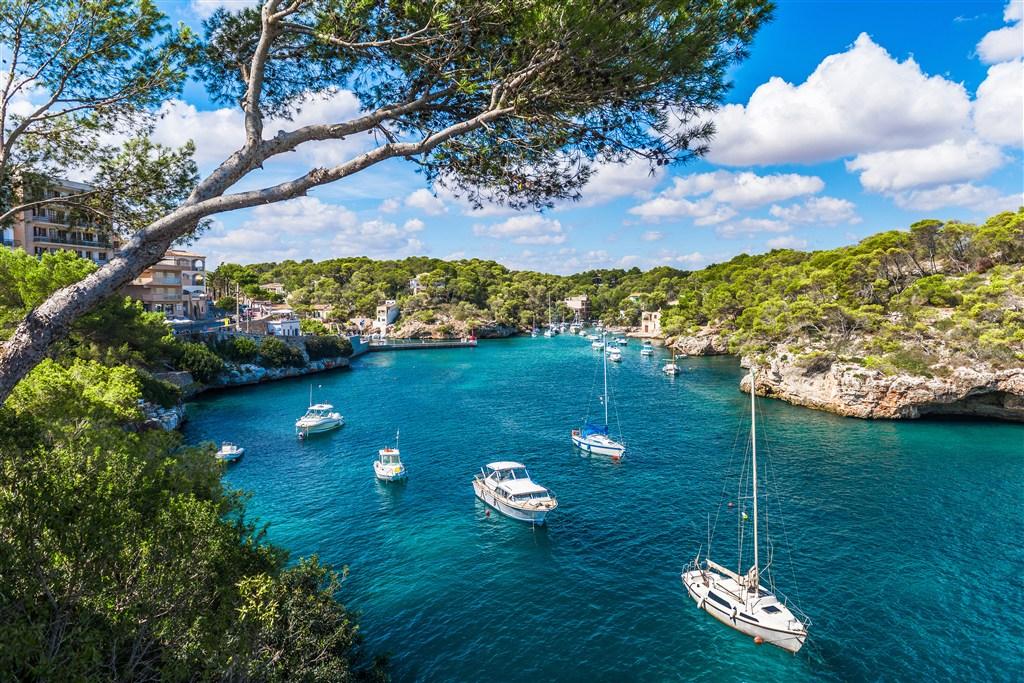 amazingexplore Best island for honeymoon destinations Cala d'Or bay, Majorca island, Spain