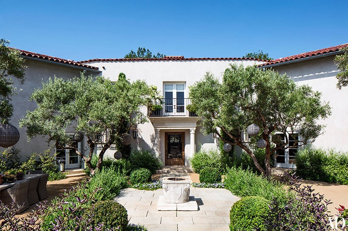 Mix And Chic Home Tour Actress Ellen Pompeo S Bold And