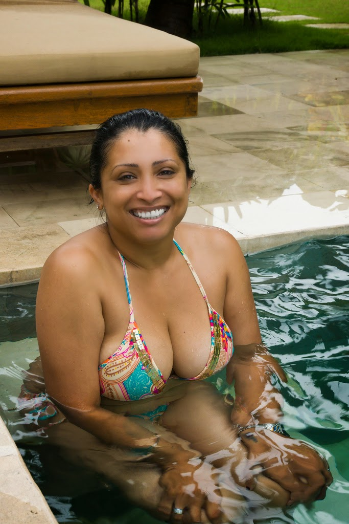 Hot indian aunty in bikini