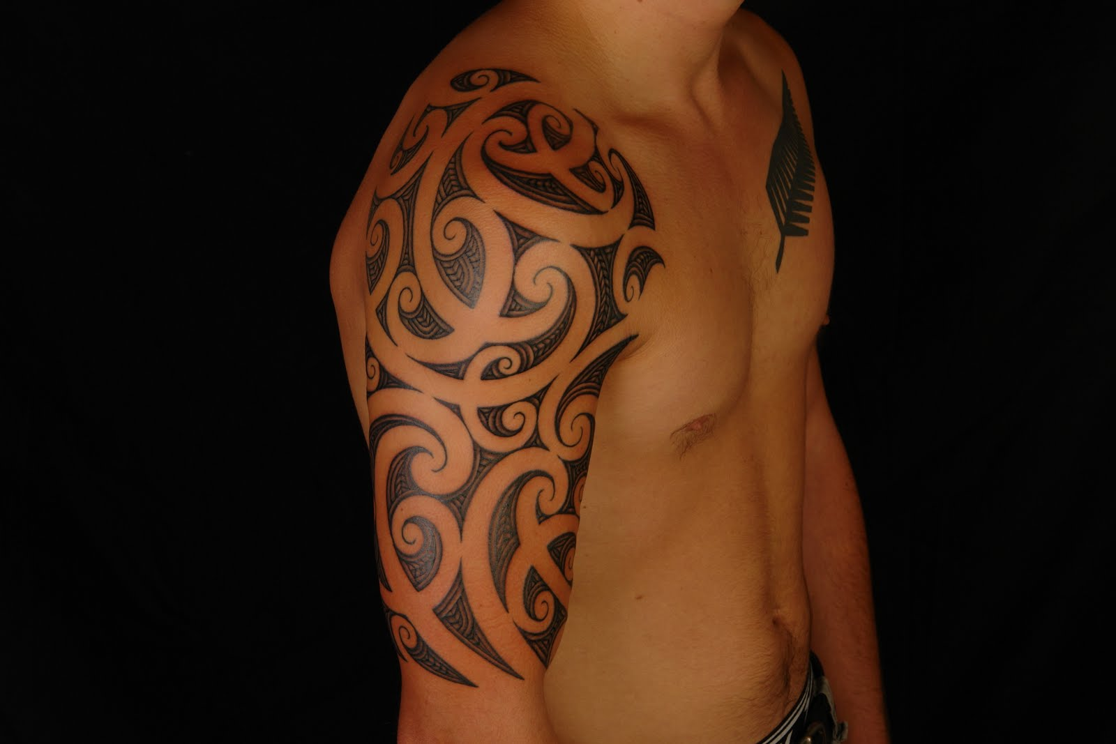 maori polynesian tattoo maori half sleeve tattoo on rhys. Black Bedroom Furniture Sets. Home Design Ideas