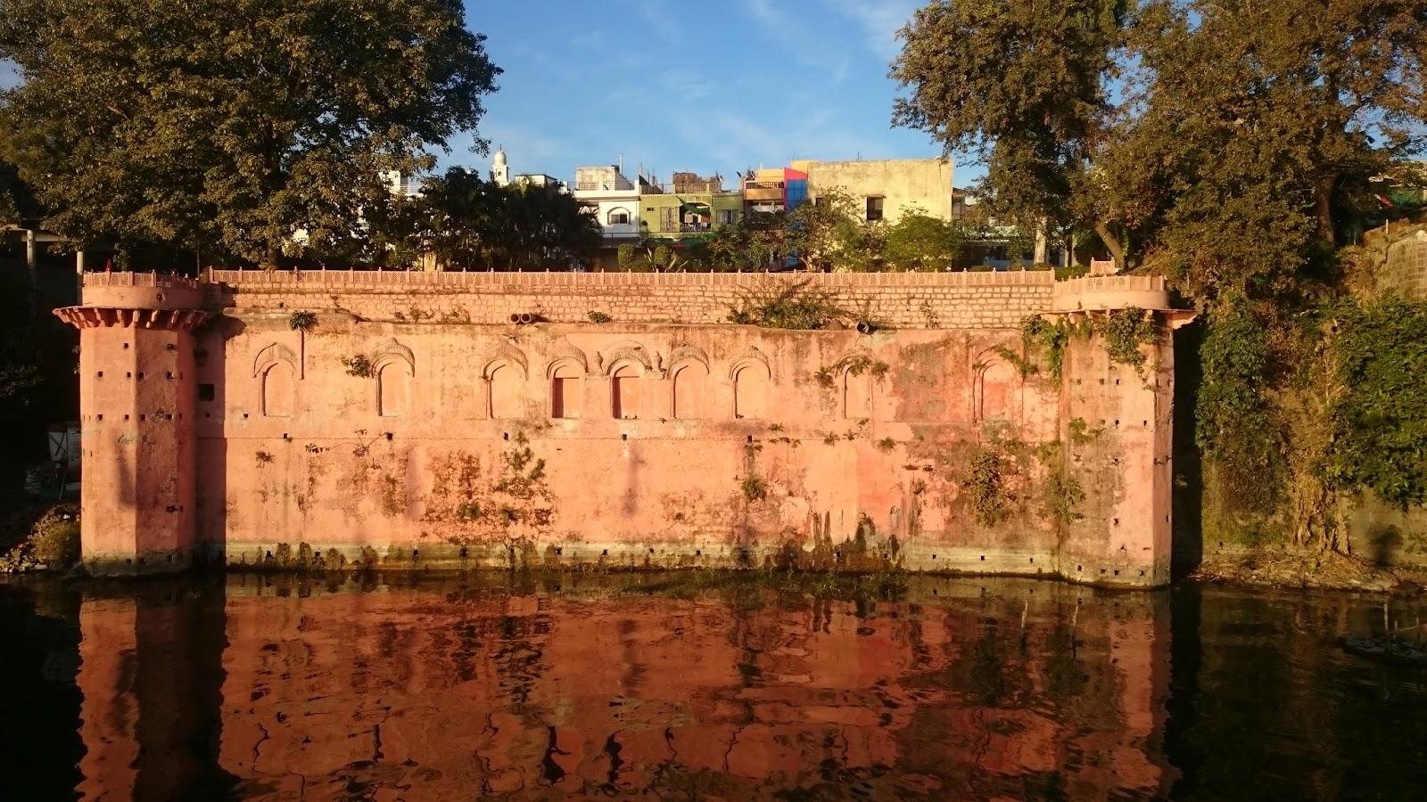 wall of vip road bhopal