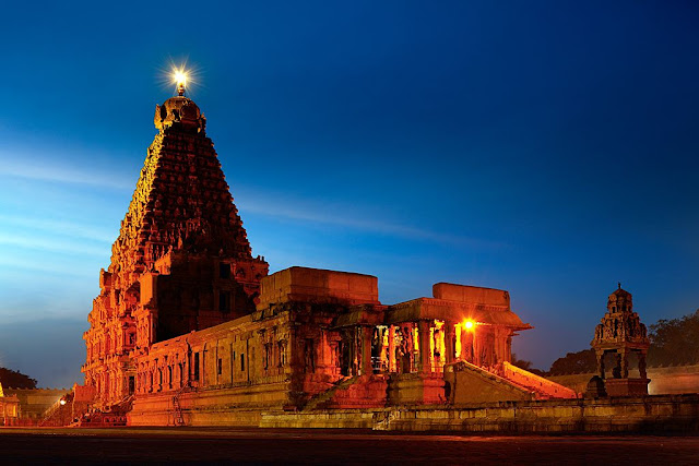 Brihadeeswarar Temple is located at Thanjavur