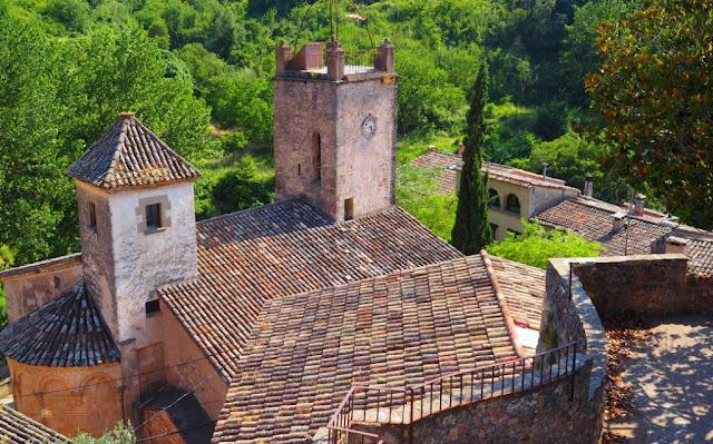 wijntoerisme catalonië, Mura, Abadal winery, Abadal wijnhuis, Sant Llorenç del Munt i Obac, Vall de Flequer, Geoparc de la Catalunya Central, do pla de bages, catallanse wijnen, dry stone wine huts, dry stone wine vats,