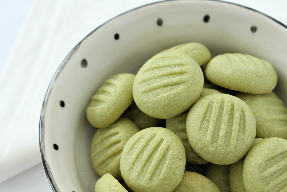 Naturally Green Matcha Tea Shortbread Cookies | Dans le ...