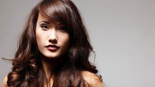 Warna cat rambut terbaik untuk kulit sawo matang