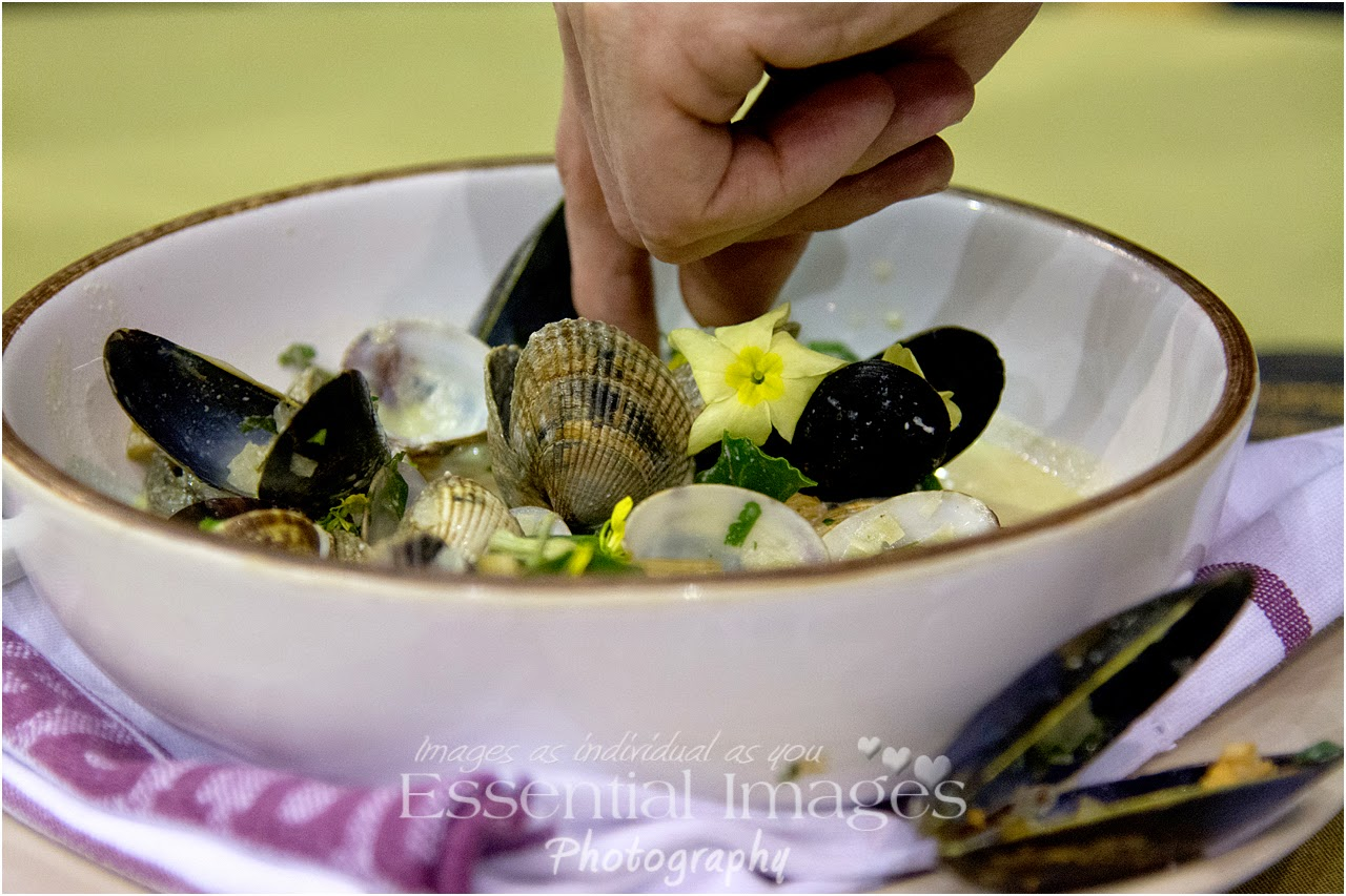 Taking the last shellfish in the dish