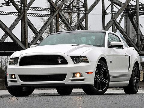 Gambar Mobil Ford Mustang GT 2013